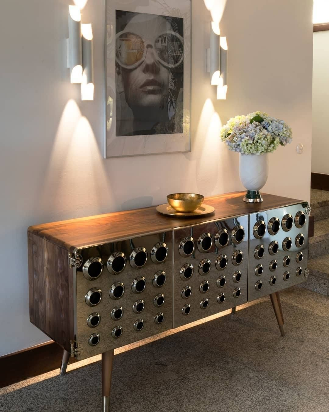Sophisticated Modern Living Room and Hallway Designs_golden console home inspiration ideas